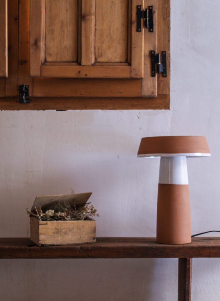 Lámpara artesanal de céramica torneada a mano Barbutina 1