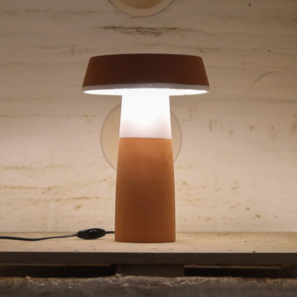 Lámpara artesanal de céramica torneada a mano Barbutina 2
